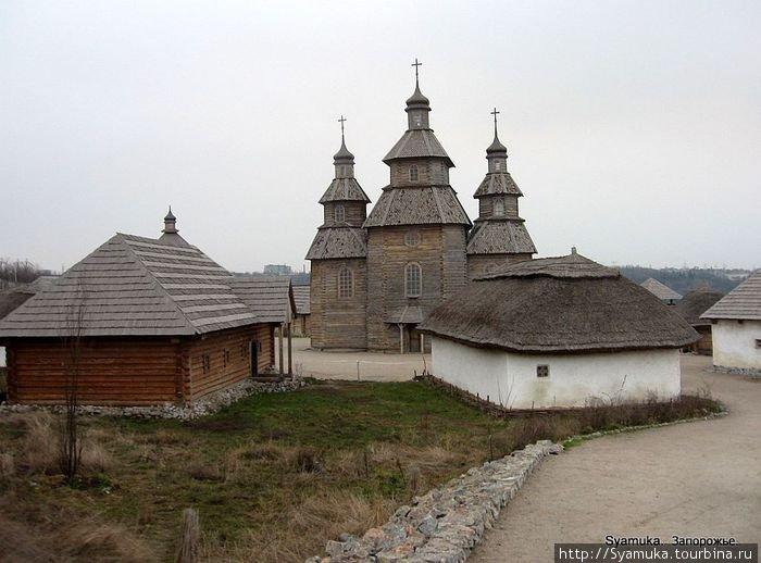 Священной для каждого казака была Покровская церковь на Сечи. От ее порога запорожцы выступали в поход. К сечевому храму и возвращались, благодаря Покрову за спасение.