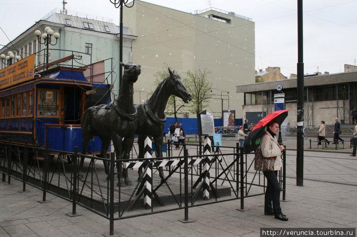 Кони возле метро Василеостровская.