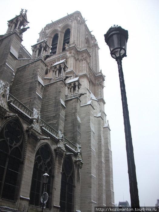 Улица, фонарь ... собор.