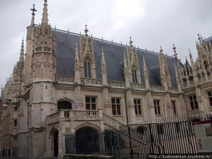 Дворец правосудия.