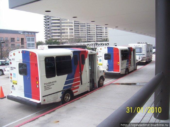 Автобусы для перевозки инвалидов поданы к окончанию церковной службы