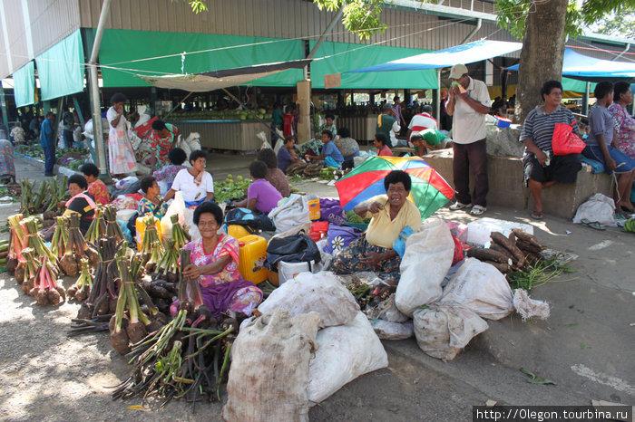 Центральный базар в Нади