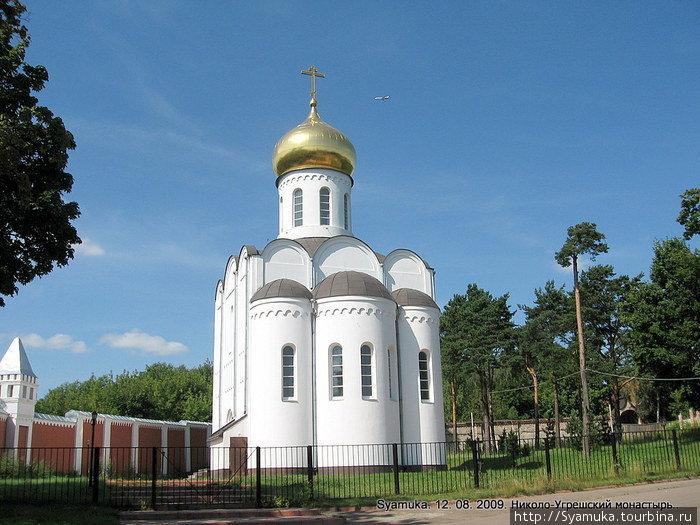 Эта церковь построена в память о погибших сотрудниках министерства юстиции.