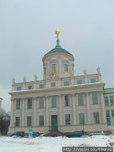 Парадный вид ратуши