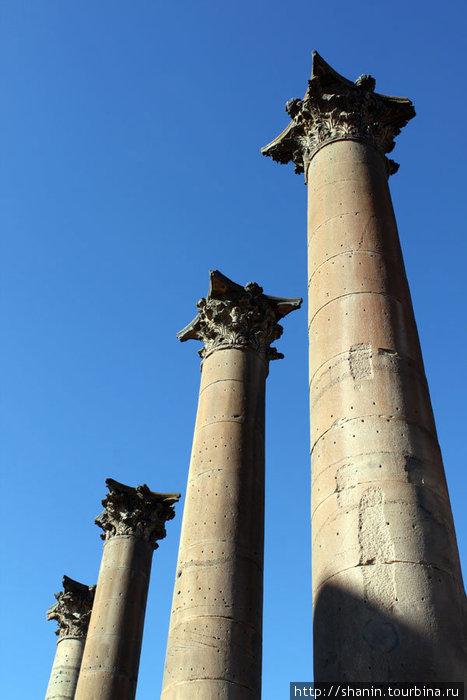 Четыре колонны — символ Босры