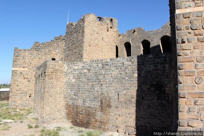 Снаружи — крепость, внутри — амфитеатр