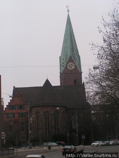 Вид на церковь с моста