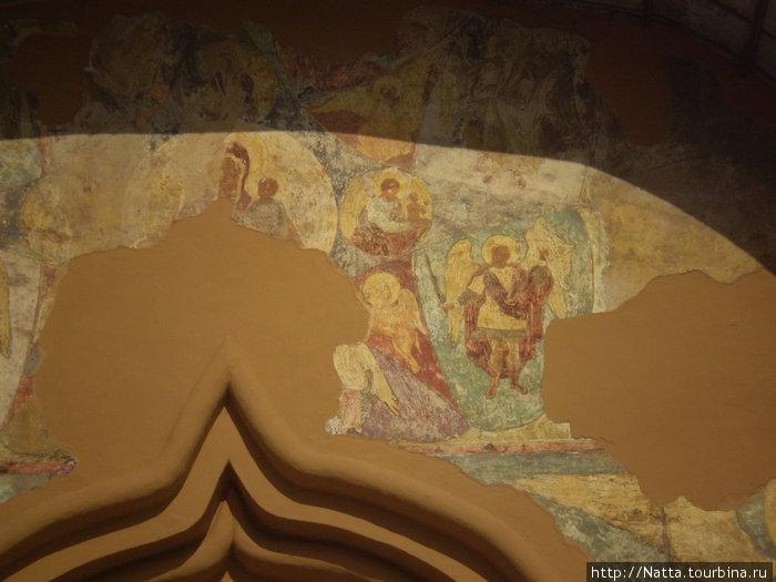 Фрески южного портала Софийского собора