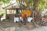 Сарайчик, куры и колёса от арбы