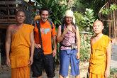 Буддистские монахи желают нам интересного путешествия