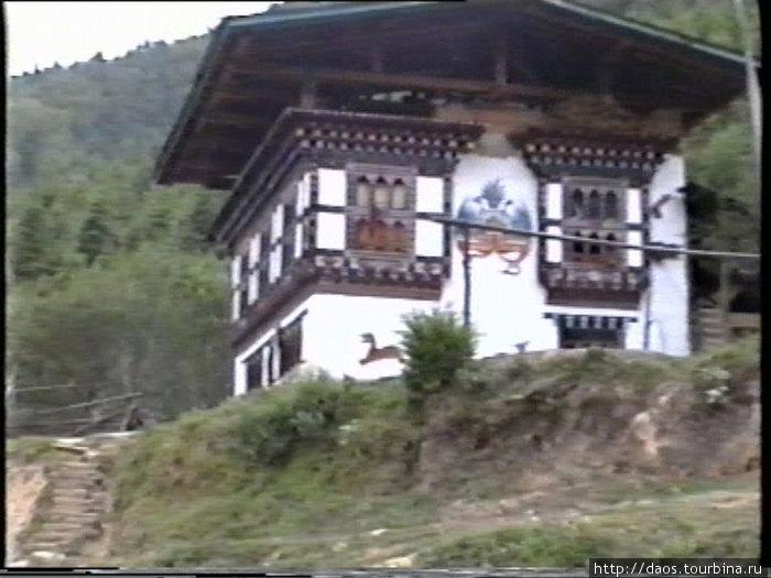 Бутанский дом, окрестности Паро