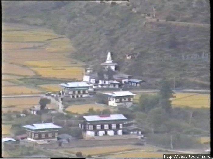 Монастырь Дунгтце-Лакханг в пригороде Паро