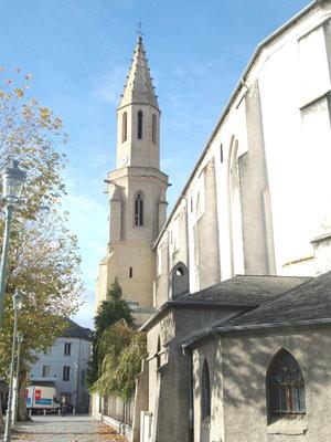 Одна из новых церквей Тарба.