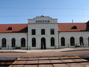 ЖД вокзал находится на дальней окраине города, а до центра надо ехать на автобусе минут 10-15, или минут 30 идти пешком, да еще и в горку.