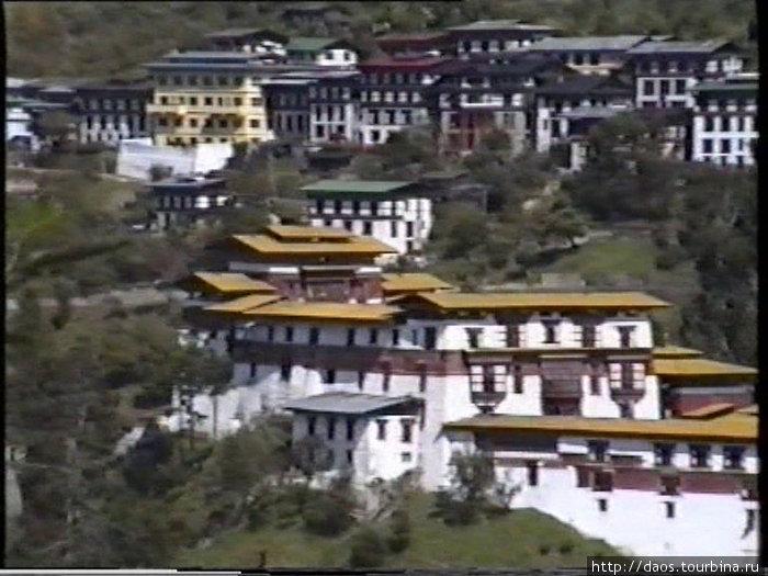 Дзонг и город