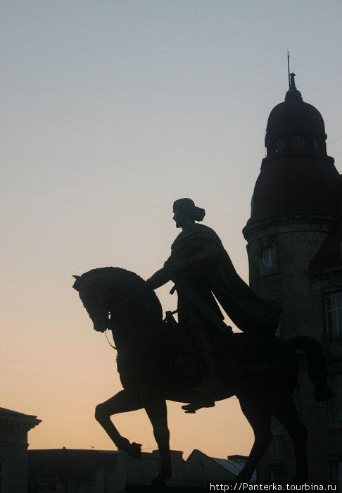 Князь Даниил Галицкий, основатель Львова. Площадь Соборная