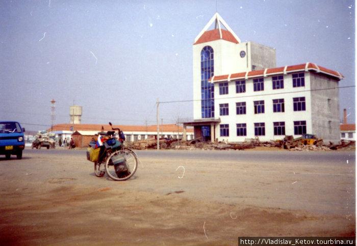 Судя по синим стёклам большинства административных и даже жилых (!) зданий в Китае очень развита атомная промышленность...