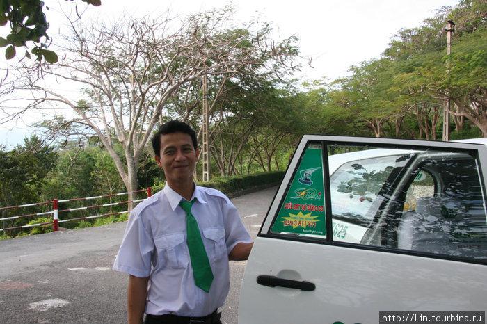 Таксистов Mai Linh можно отличить по зеленому галстуку.