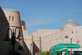 Неприступные стены средневековой крепости Низвы.