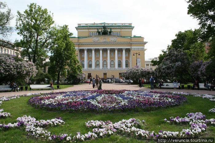 Александринский театр и Катькин сад весной