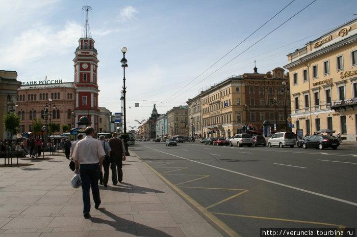 Невский проспект в районе Гостинки.