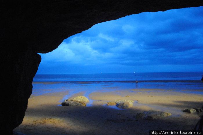 Вид на океан из пещеры