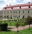 Большой дворец в стиле величественного Ренессанса. Именно в нем жила королевская семья во время нечастых посещений Золочева.
