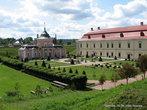 Для своей любимой жены-француженки Марысиньки  Ян Собеский возвел дворец в китайском стиле, называемый еще Розовым дворцом. Позаботился и о достойном обрамлении дворцов в виде изумительного сада.