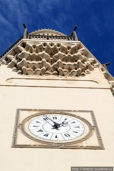 Часы на минарете
