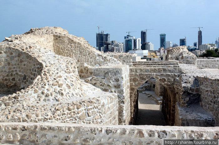 Руины форта и Манам а-сити