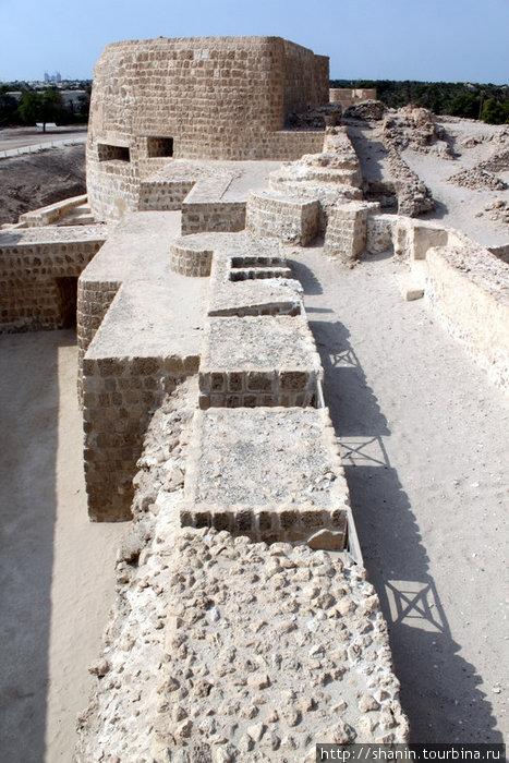 Крепостная стена и башня