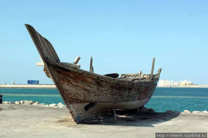 Сгоревшая лодка