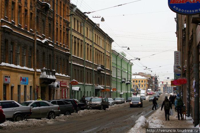 Светло-зеленый дом в конце Гороховой улицы — дом с ротондой.