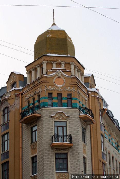 Дом с башней на Московском пр.