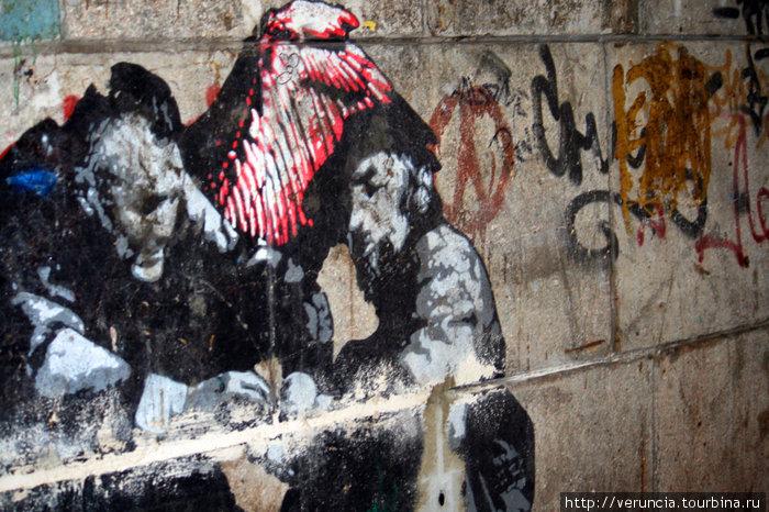 Граффити на Гороховой. Когда я приехала жить в Питер, оно уже было. Сколько же ему лет?