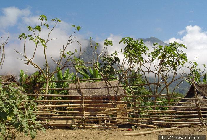 Первая деревня племени Кхму