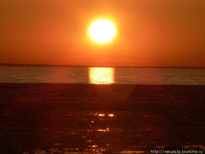 Закат над заливом.