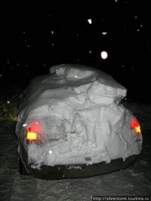 Были машины и с более большим объёмом снега на крышах. Были вообще засыпанные настолько, что было невозможно отличить её от кочки