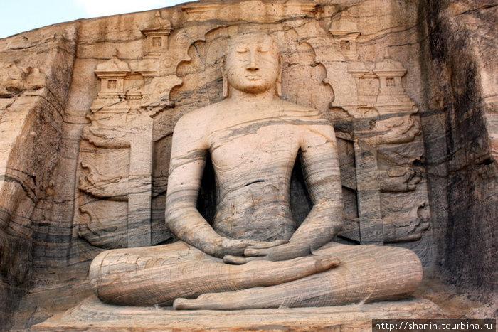 Сидящий Будда