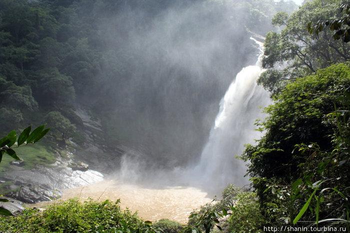 Водопад Духинда сбоку