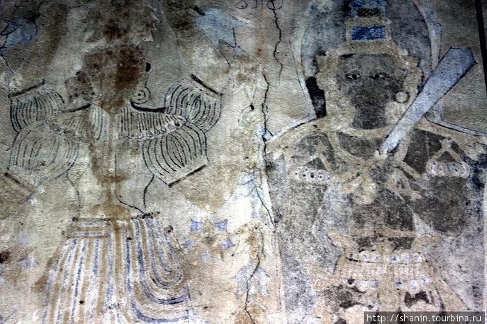 Фрески на стене храма Катарагама Девале