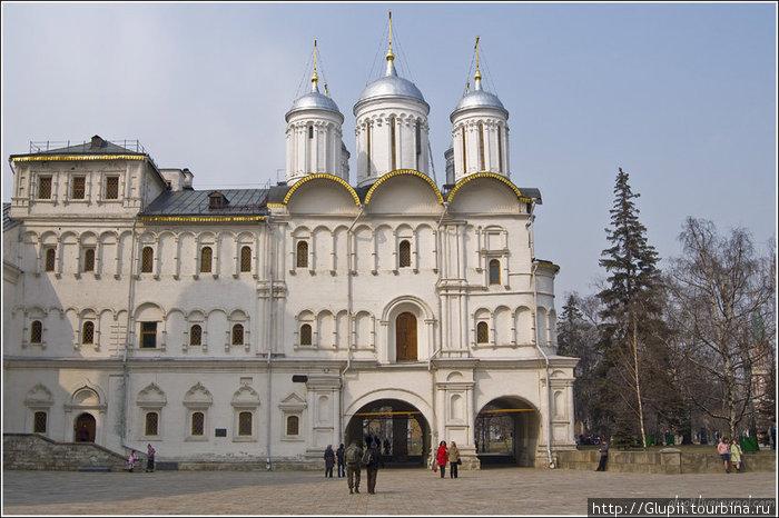Патриаршие палаты с церковью Двенадцати апостолов.