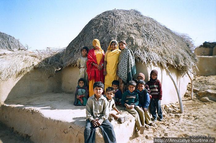 Деревня в пустыне Тар на границе с Пакистаном.