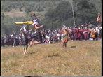 Танцоры прыгают высоко