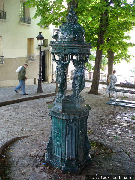 Питьевые фонтаны на Place Emile Goudeau