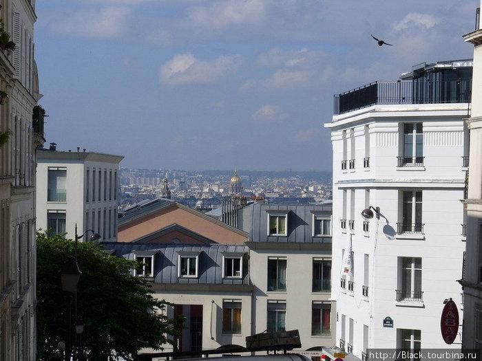 Вид на Париж при подъеме на Монмартр