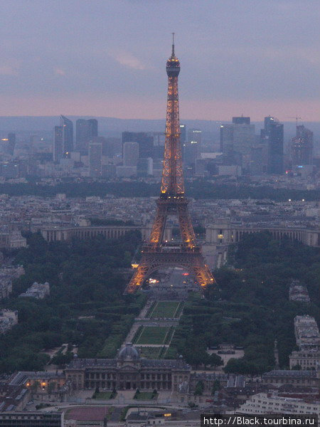 Эйфелева башня с башни Монпарнас (увеличение)