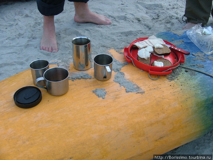 Вот так начался наш рафтинг. Оказывается, на лодке можно не только плавать, но и готовить ланч!