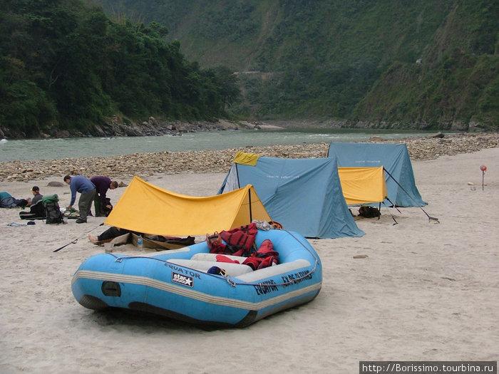 Лагерь на пляже.