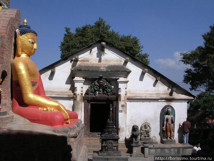 Статуя Будды в Катманду.